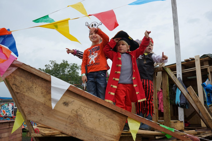 Kinderen vermaken zich uitstekend bij Bouwdorp Esch.
