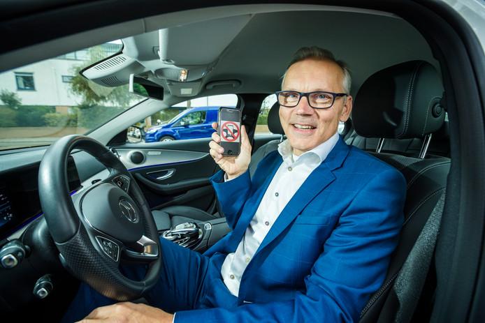 Alphenaar Ronald Faas gebruikte zijn smartphone in de auto te pas en on pas. Nu is hij afgekickt en blogt hij voor Veilig Verkeer Nederland.