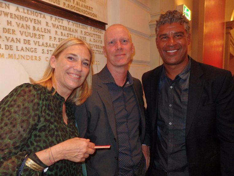 Liesbeth van Basten, de partner van San Marco, zaakwaarnemer Perry Overeen en oud-voetballer Frank Rijkaard. Beeld Hans van der Beek
