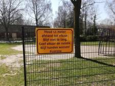Coronaborden en waarschuwingsfilm in Borne