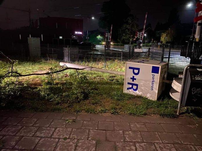 Omgevallen parkeerpaal in de gemeente Halderberge.