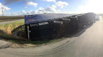 Truck kantelt: stuurfout of plotse windstoot?