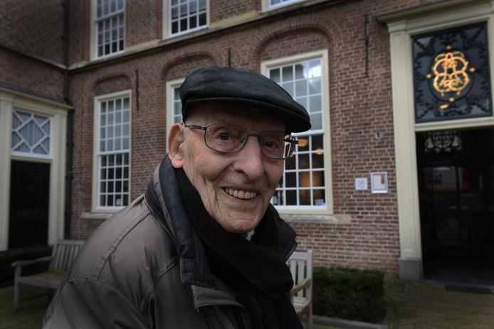 Arie Pothuizen werd honderd jaar en is daarmee de oudste nog levende bewoner van het Elisabeth weeshuis in Culemborg.