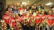 Kampioenen 25ste kampioenschap wielrennen gehuldigd