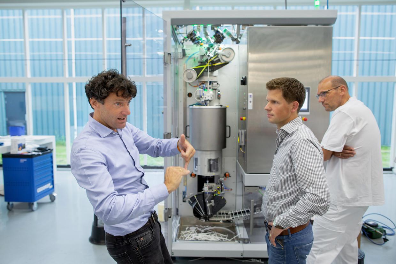 De firma Tembo ontwikkelt een machine voor de productie van papieren rietjes.