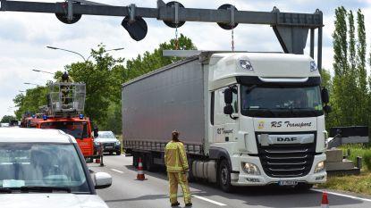 Vlaamse Waterweg is 'te hoge' vrachtwagens beu en plaats camera's, lokale politie blijft inmiddels controleren... ook op snelheid