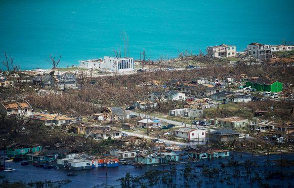 Toeristen op de ongeschonden eilanden kunnen het broodnodige geld in het laatje brengen voor de wederopbouw én de werkloos geworden hotelmedewerkers op andere eilanden nieuwe banen bezorgen.