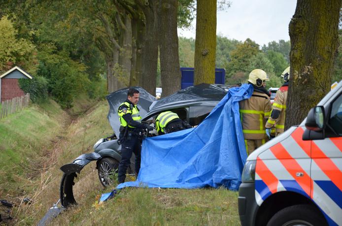 Hulpverleners aan het werk na het fatale ongeval in Doetinchem.