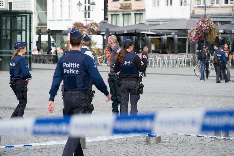 Op de Grote Markt liep het vol met agenten en brandweerlui.
