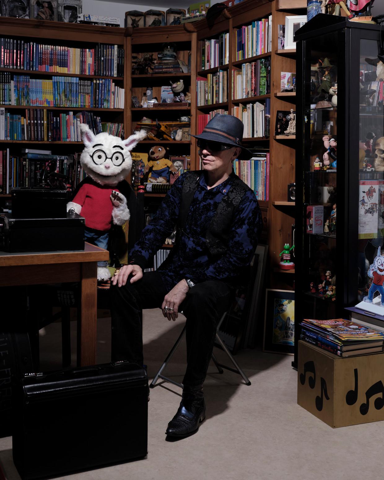 Paul van Loon in zijn werkkamer. Beeld Erik Smits
