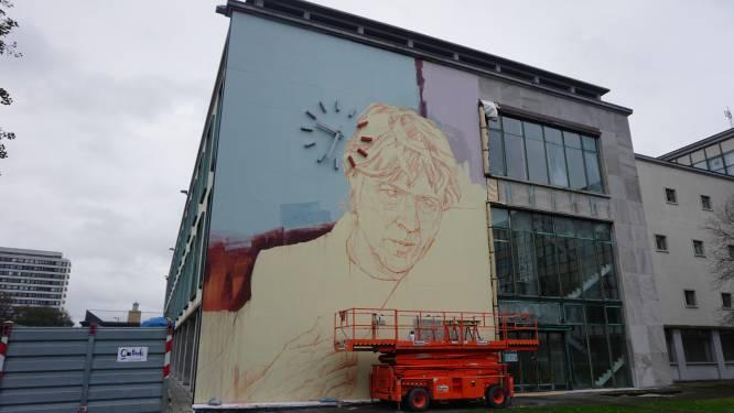 Werken aan nieuwe 'mural' op stadhuis schieten op: herken jij al wie hier wordt geportretteerd?