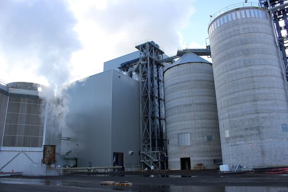 De stoomleiding loopt tussen Agristo en de gloednieuwe energiecentrale A&U in Wielsbeke.