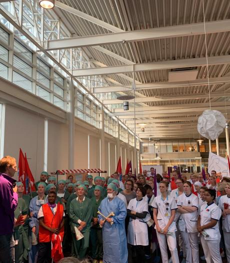 Medewerkers HMC Westeinde voeren actie voor betere cao: 'We zijn de hele dag aan het rennen'