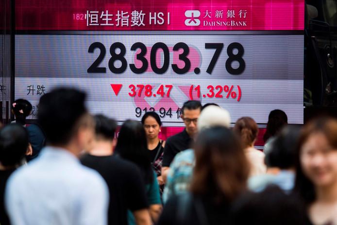 De aandelenkoersen op de beurzen van Hong Kong en Shanghai gingen in juli vorig jaar onderuit na de Amerikaanse dreiging met importheffingen op voor 200 miljard dollar aan Chinese goederen.