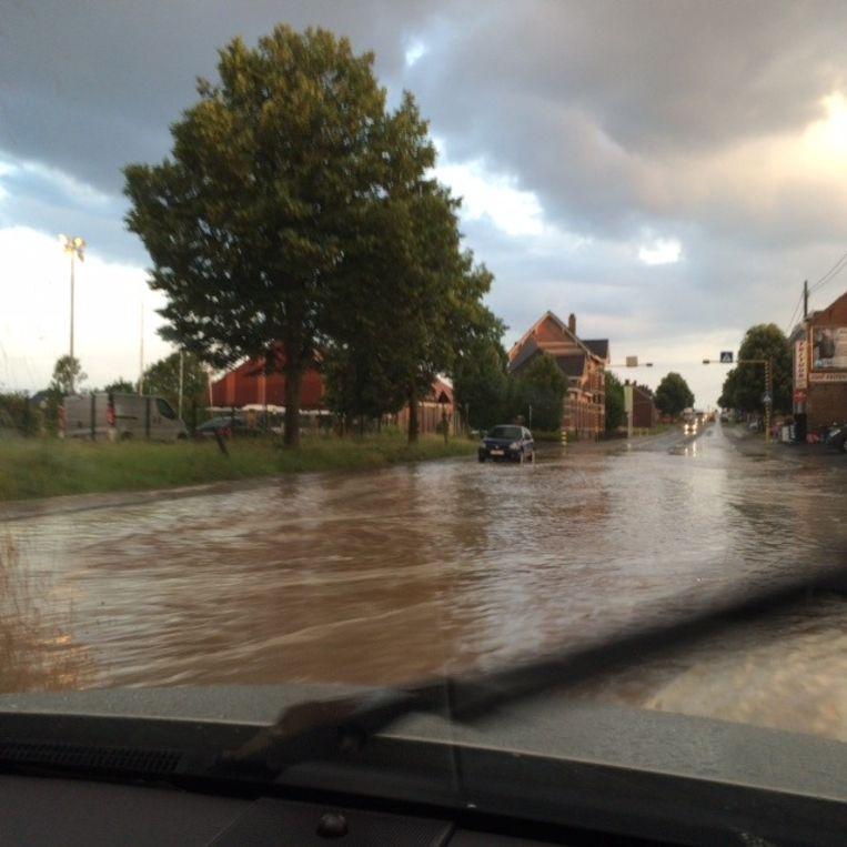 Heel wat straten in Gooik en Lennik stonden blank.