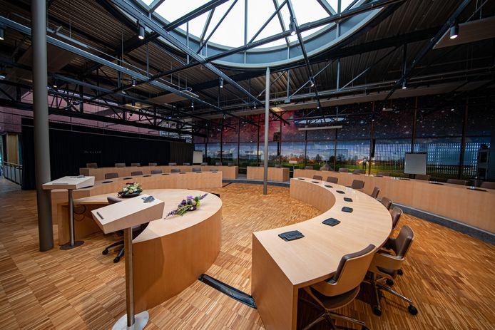 Het gemeentehuis van Dronten wordt ingrijpend verbouwd, in de Meerpaal is een tijdelijke raadzaal ingericht, maar die is al wekenlang niet gebruikt.