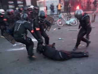 Betoging tegen politiegeweld ontspoort in Frankrijk: bijna 100 agenten gewond