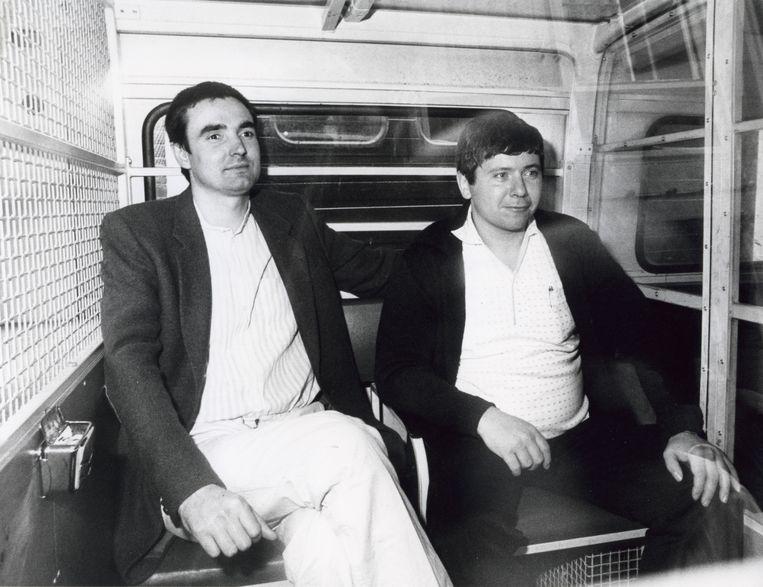In Amsterdam is de rechtszaak tegen drie van de vijf verdachten in de Heinekenaffaire begonnen, Nederland 26 september 1984. Foto: Twee van de verdachten Frans M. en Jan B. n een arrestantenbusje bij het gerechtsgebouw. Beeld Hollandse Hoogte