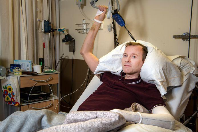 Martijn van Duivenboden is oud-directeur van Gigant. Hij kreeg negen jaar geleden de diagnose acute leukemie en had jaren last van bijwerkingen en complicaties. Hij schreef er een boek over, dat vandaag is uitgekomen.