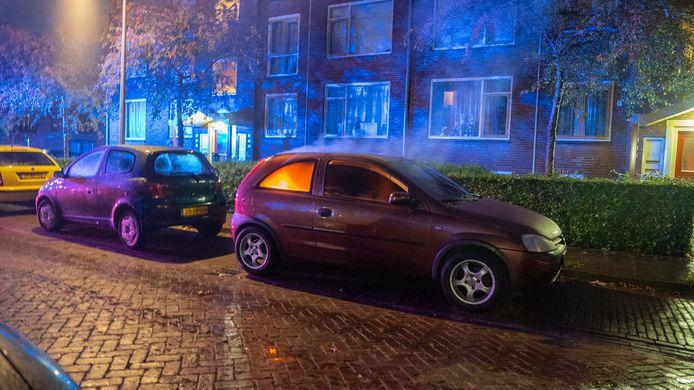 Opnieuw een autobrand in Deventer. Dit keer in de Schevingstraat.