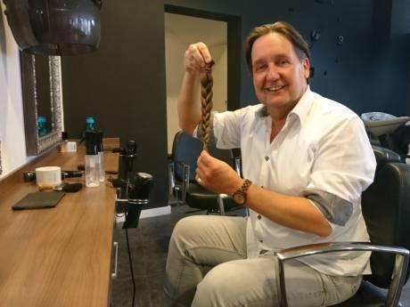 Osse GroenLinks-leider Dolf Warris is zijn lange lokken kwijt