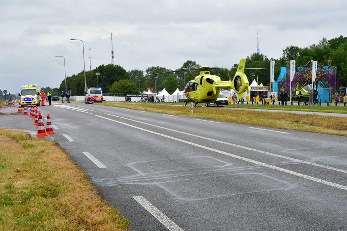 Een traumahelikopter landde op de Rivierweg bij het terrein van Dreamfields.