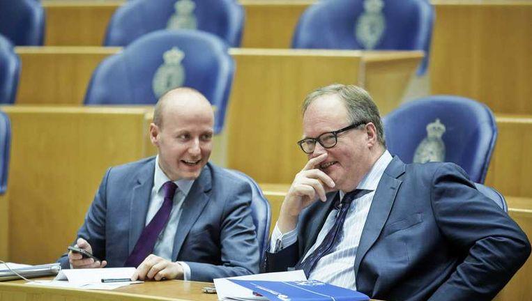 Van Baalen in de Tweede Kamer, eind maart, met VVD-Kamerlid Verheijen. Beeld anp