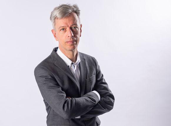 """Geert Noels is scherp: """"Ik zie bij een aantal experts een bunkervisie. Het lijkt alsof sommige mensen plezier krijgen in hun macht om mensen te doen ophokken."""""""