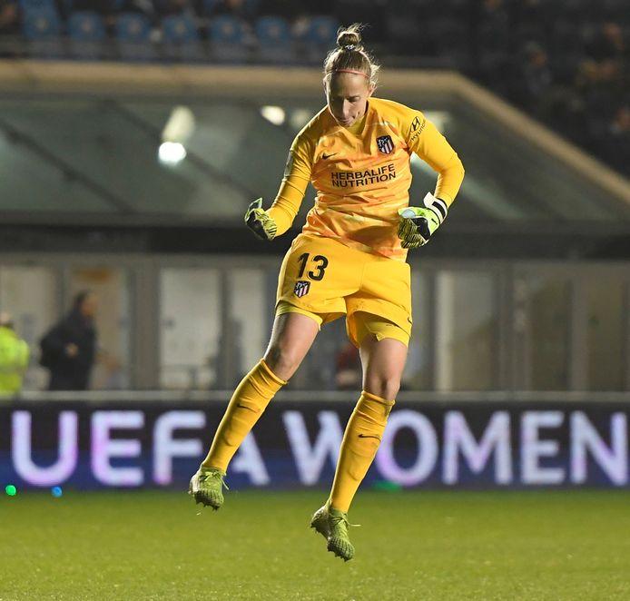 Sari van Veenendaal won in de achtste finales met Atlético Madrid van Manchester City.