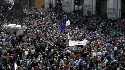 """""""Rome zegt basta"""": duizenden inwoners protesteren tegen verval van de stad"""