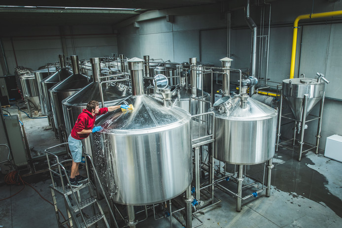 Het eerste jaar zal er 800.000 liter bier gebrouwen worden in de gloednieuwe brouwerij. Of naar flesjes vertaald: 2,4 miljoen flesjes gerstenat.