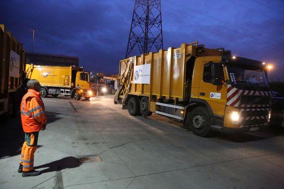 De afvalwagens van Intradura rijden volgende week een uur vroeger uit.