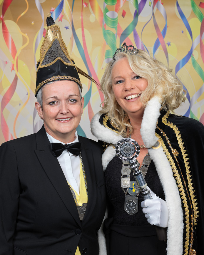 Rechts op de foto Prinses Heidi Juyn. Links op de foto adjudant Marielle van Lankveld