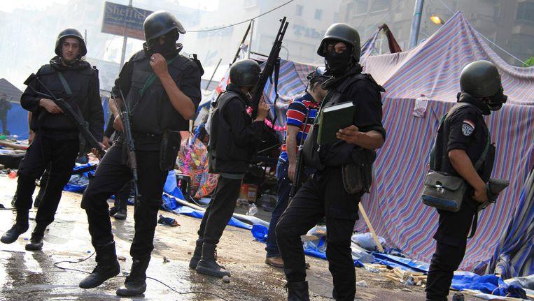 Oproerpolitie in Caïro, vandaag. Beeld REUTERS