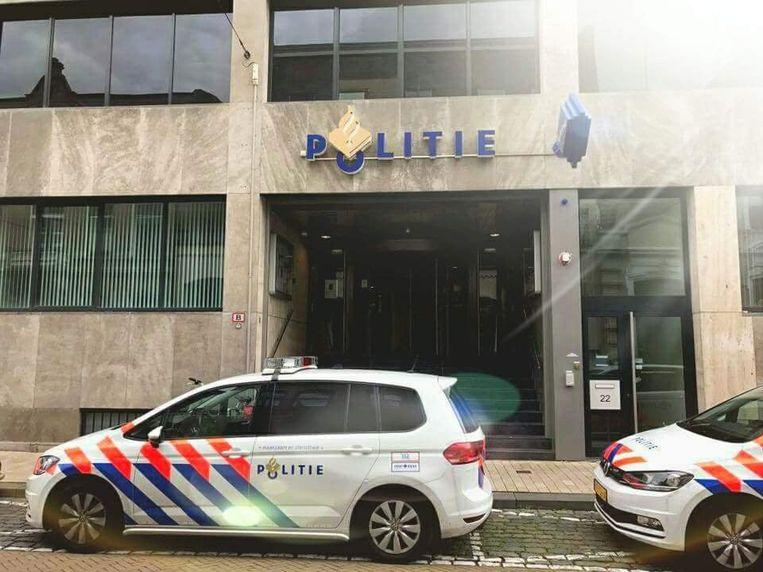 Het politiebureau in Tilburg aan de Stationsstraat.