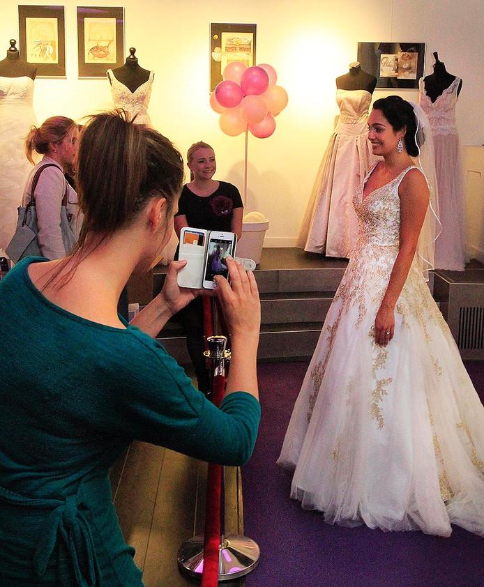 Wouw Bruidsmode organiseerde een trouwbeurs in Schouwburg de Kring in Roosedaal foto : gerard van Offeren - Pix4Profs