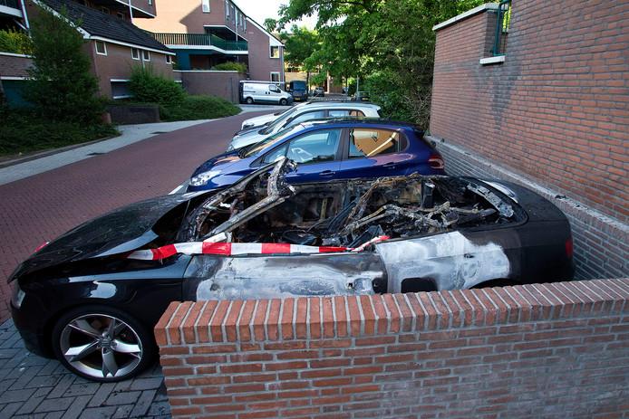 Een cabrio ging in vlammen op aan de Slangenburg.