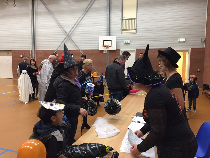 Halloween lijkt steeds populairder te worden en dat was ook in de gezamenlijke gymzaal van De Cirkel en 't Mulderke te merken.