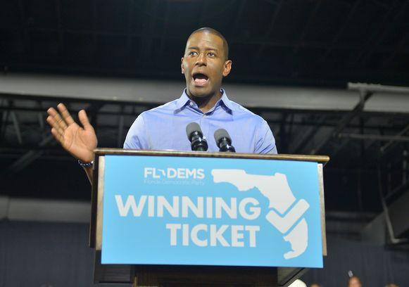 De Democratische gouverneurskandidaat Andrew Gillum (foto) gaf eerder zijn nederlaag toe, maar merkt nu op dat er nog veel stembrieven niet geteld werden, meer dan aanvankelijk gedacht en overweegt een hertelling.