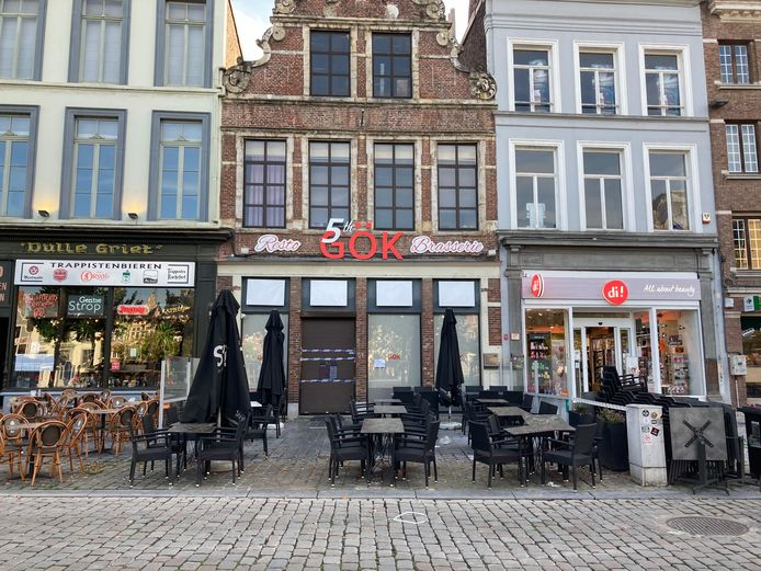 De politie viel woensdag binnen in restaurant 5th Gök op de Vrijdagmarkt.