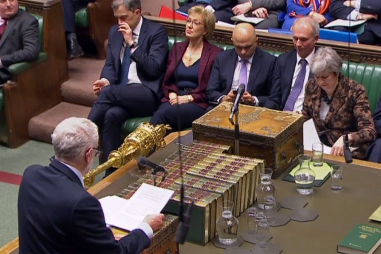 Jeremy Corbyn met premier May in het Britse Lagerhuis (archiefbeeld).