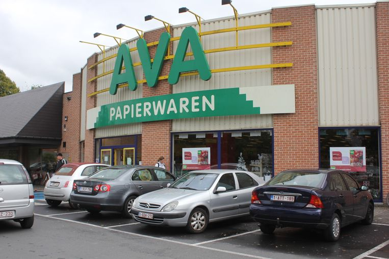 Ava hoopt in de toekomst behalve papier ook kleine hoeveelheden vuurwerk te verkopen.