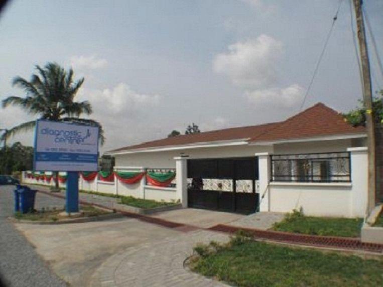 Het Diagnostic Centre in de wijk East Legon. Van marktvrouwen tot de president laten zich hier onderzoeken. Beeld ghanaweb