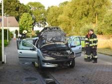 Auto uitgebrand aan Graaf Adolflaan in Zeist