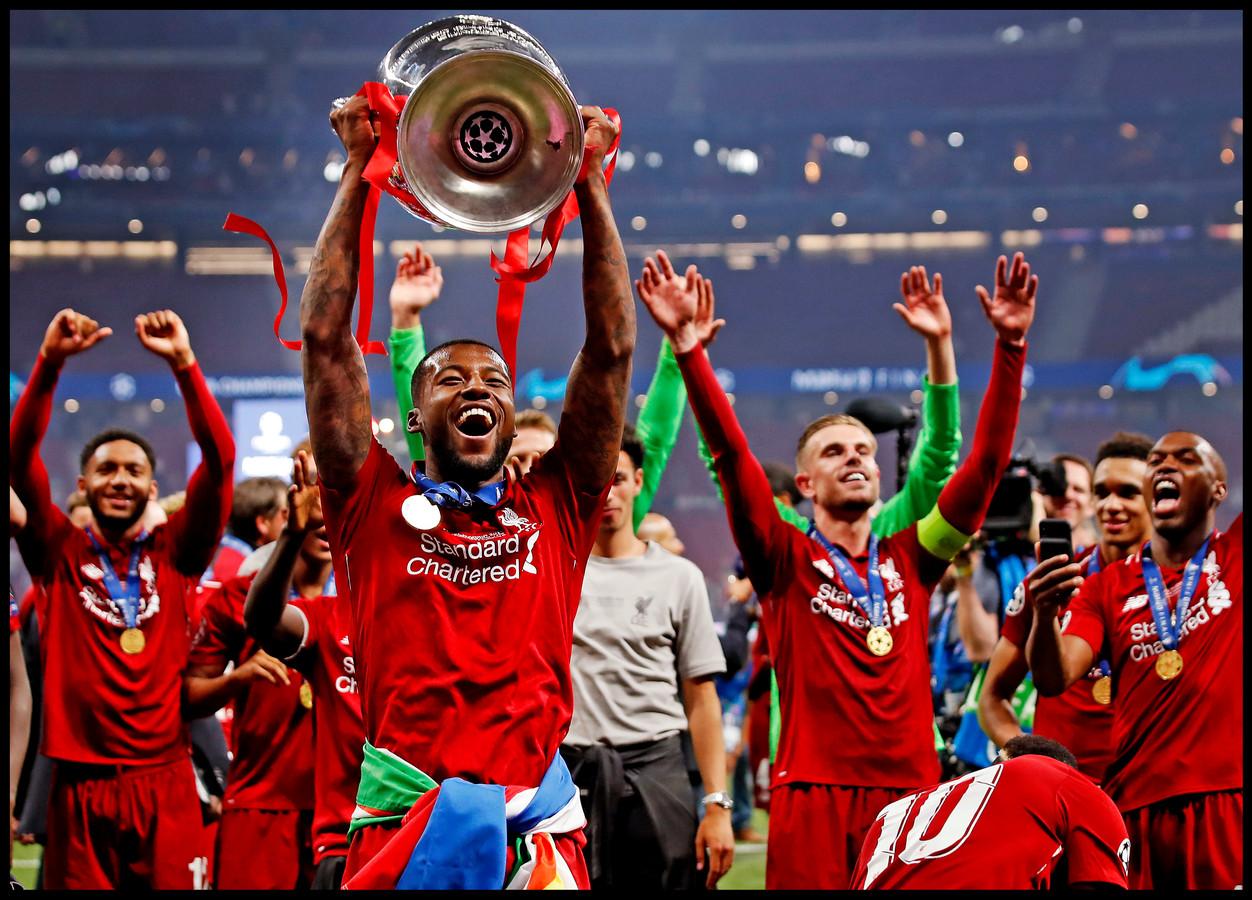 Wijnaldum met de Champions League-beker.