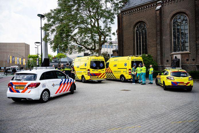 Kinderen uit hete auto bevrijd op Stadhuisplein Tilburg