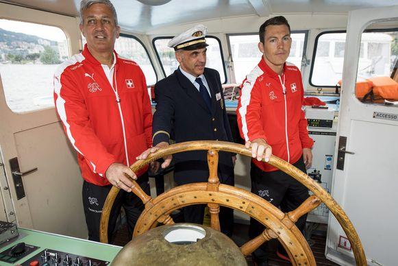 De roergangers van Zwitserland: trainer Vladimir Petkovic (l) en aanvoerder Stephan Lichtsteiner (r)