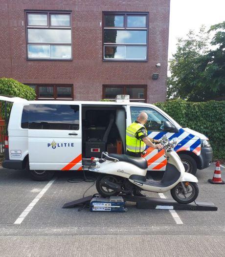 Bij controle 58 bromfietsen in Den Bosch 36 bekeuringen