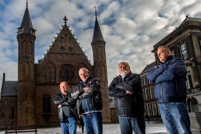 De Deventer overlevers eerder dit jaar op bezoek bij Lodewijk Asscher in Den Haag. Vlnr Willem Kers, Carel Roelvink, Tonnie Lunenburg en Jan Dijk.