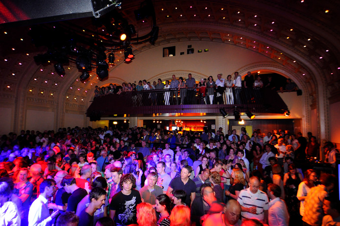 De grote zaal van poppodium Luxor Live aan het Willemsplein in Arnhem